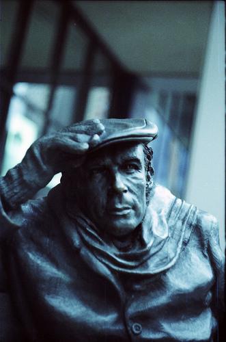 glenn-statue